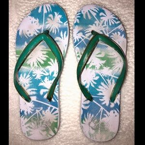 ‼️👠‼️BOGO 50% OFF. Blue/green palm tree flipflops